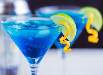 Рецепт коктейля «Голубая лагуна»: от классики до смелых экспериментов