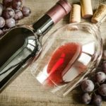 Как быстро открыть вино без штопора в домашних условиях?