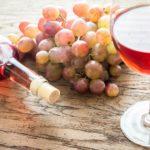 Чем знаменито розовое вино. С чем его пить и какие закуски лучше подходят.