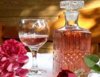Вино из лепестков розы – новый виток домашнего виноделия
