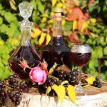 Как в домашних условиях готовится настойка из черноплодной рябины на водке