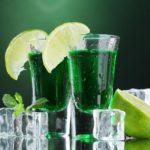 С чем пьют абсент: знакомство с коварной «зеленой феей»