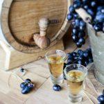 Самогон из вина: нюансы перегонки и популярные рецепты